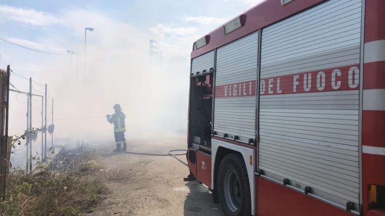 Colleranesco. Vasto incendio per due ettari accanto all'area industriale...