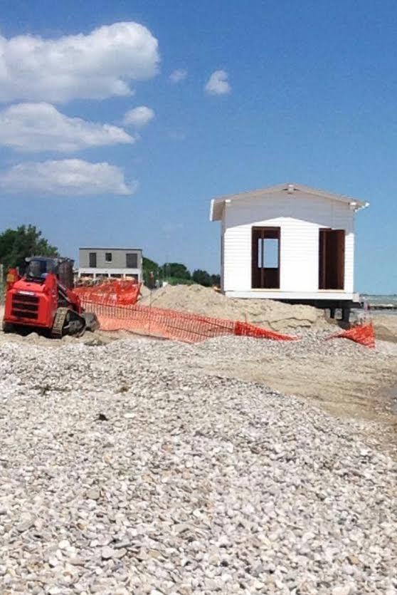 Siamo in italia anzi a cologna continuano i lavori della for Costruire una casa sulla spiaggia su palafitte