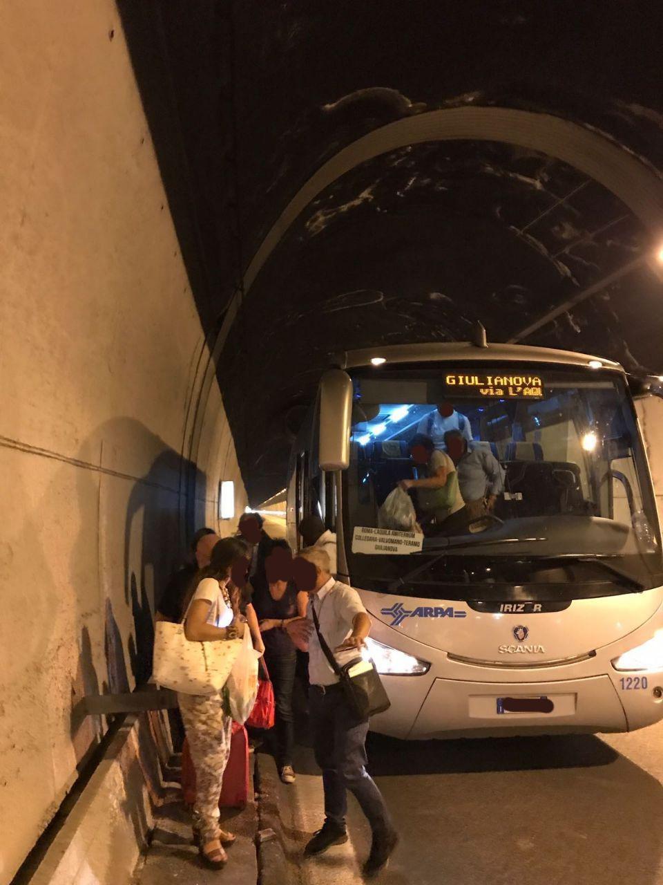 Tua: Altra odissea sulla tratta Roma-Teramo. Bus fermo in galleria. Scatta la denuncia.